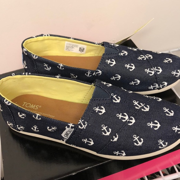 50401aef388 TOMS anchor slip ons NWT